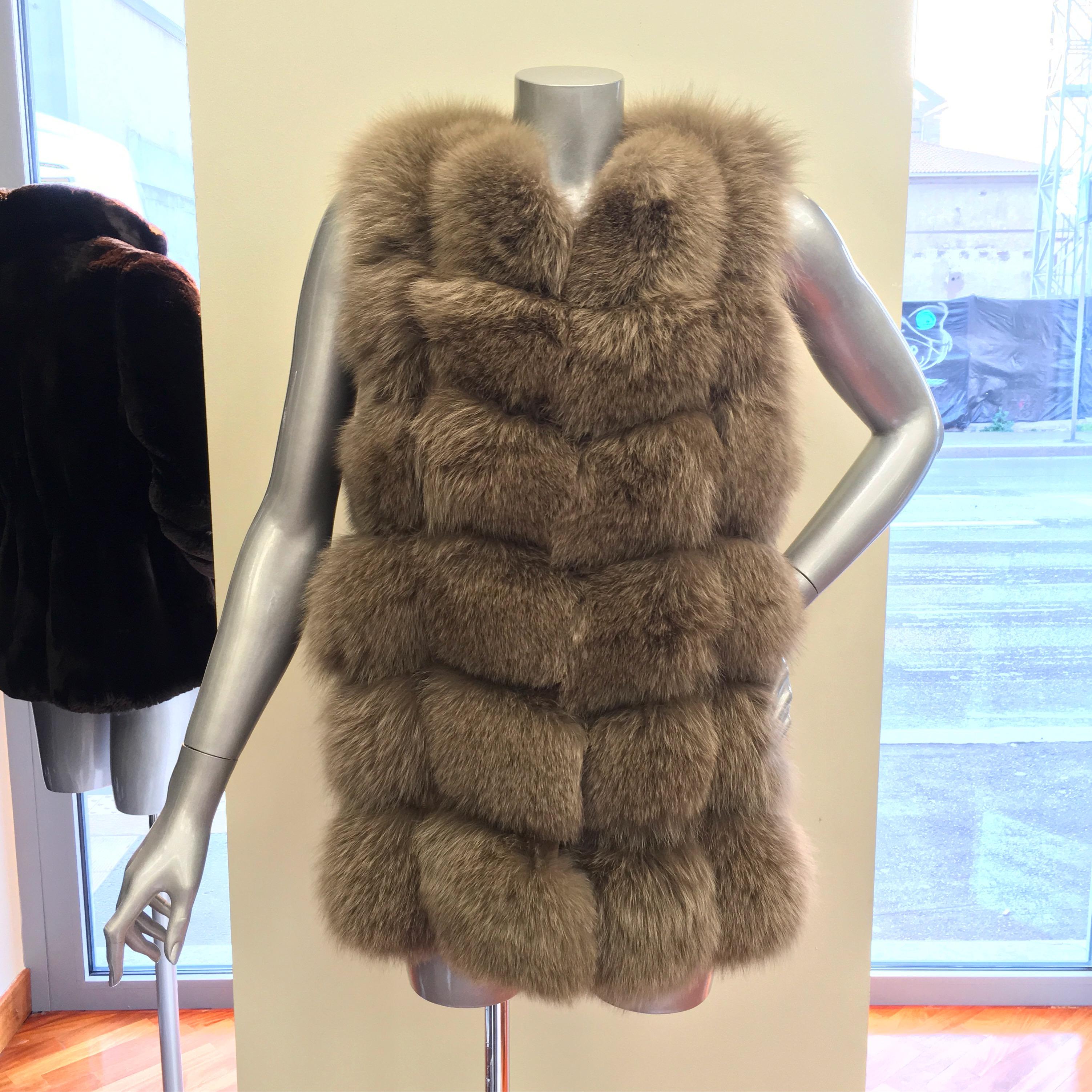 Giacca di visone orizzontale diviso con pelle e maniche in